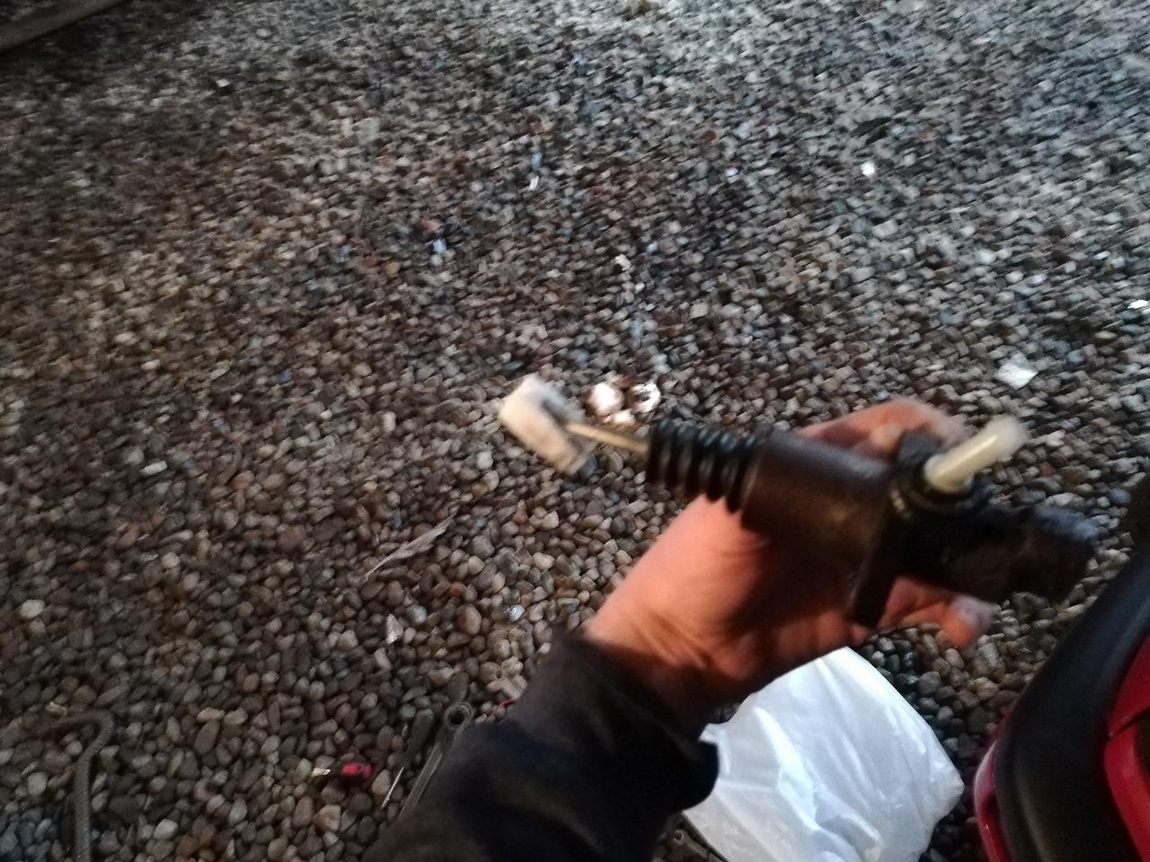 упала педаль сцепления на фольксваген венто