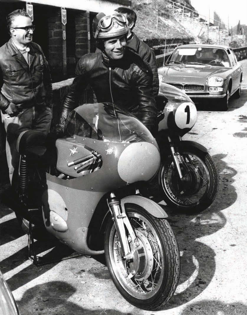 Джакомо Агостини на тестах новой «пятисотки» в пригороде Рима в 1970 году.