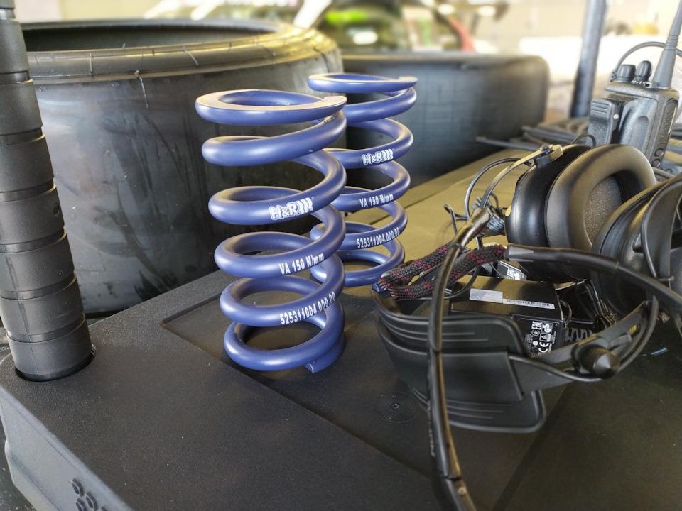 Наши гоночные пружины H&R трудятся в Mercedes AMG класса GT4 ;)
