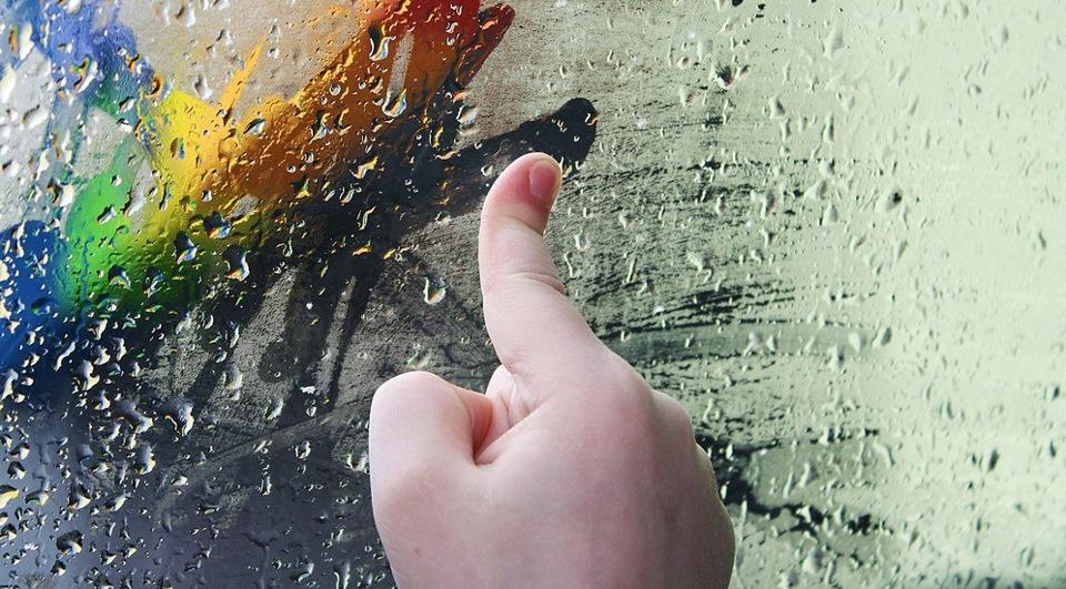 Рисую пальцем по запотевшему стеклу