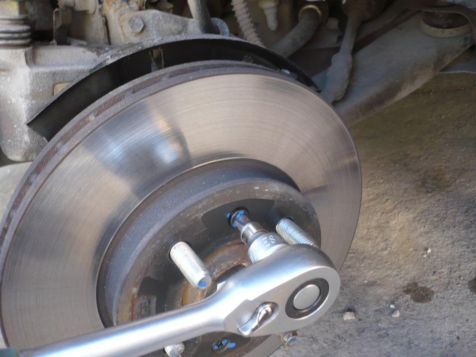 пыльник тормозного диска заднего колеса вольво ф12