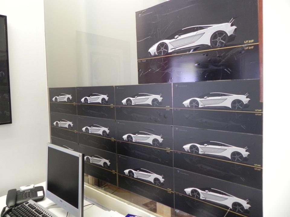 Это первые эскизы новой модели Tushek, гиперкара TS700 Forego. Создание этого автомобиля — основная цель Алеши, TS500 и TS600 — не больше чем разминка. Тушек даже выучился 3D-моделированию только ради того, чтобы самостоятельно разработать дизайн TS700.