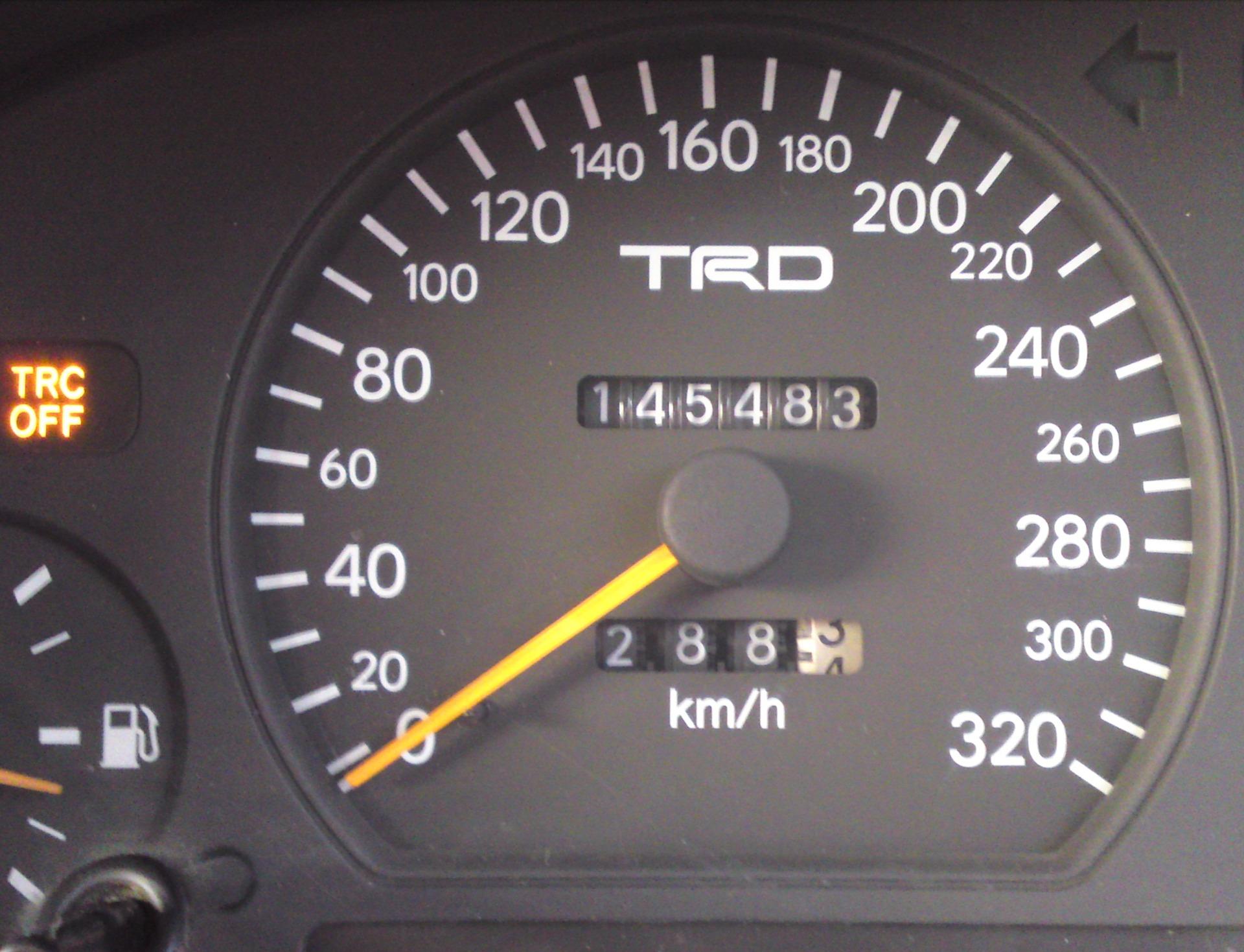 Как сделать спидометр на машине 973