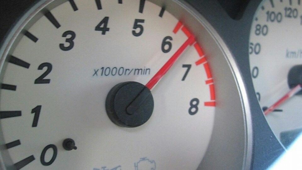 Обороты двигателя при езде на механике