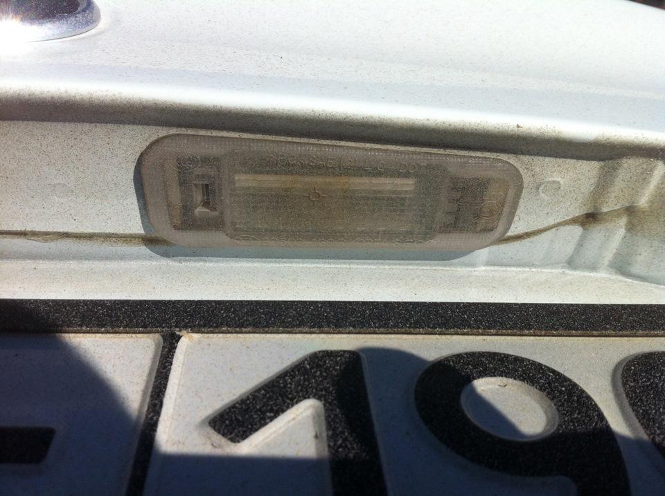 Замена лампочек в подсветке номера киа рио
