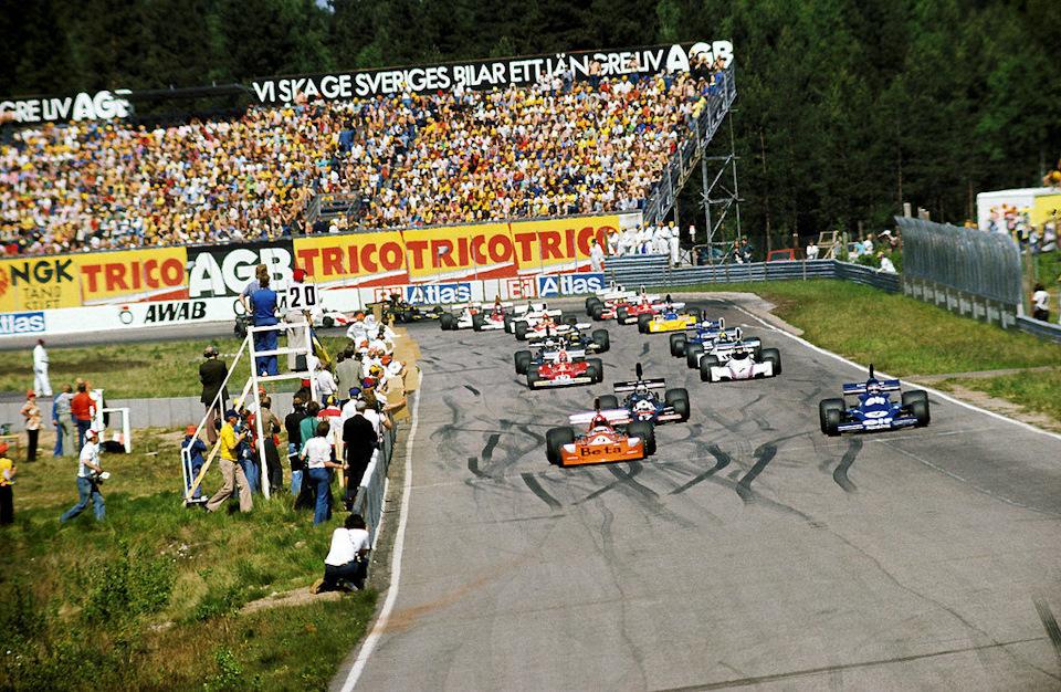 March 751 Брамбиллы стартует с первой позиции на Гран-при Швеции 1975 года. Этот поул-позишн итальянец завоевал при крайне сомнительных обстоятельствах…