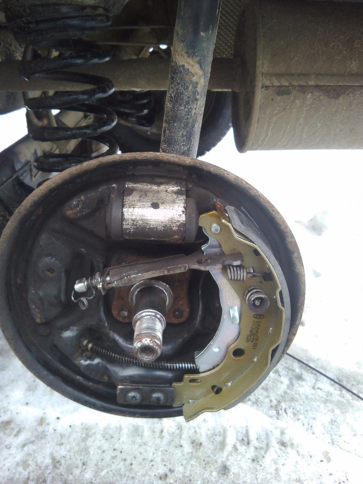 авто рено логан замена тормозных колодок - 6
