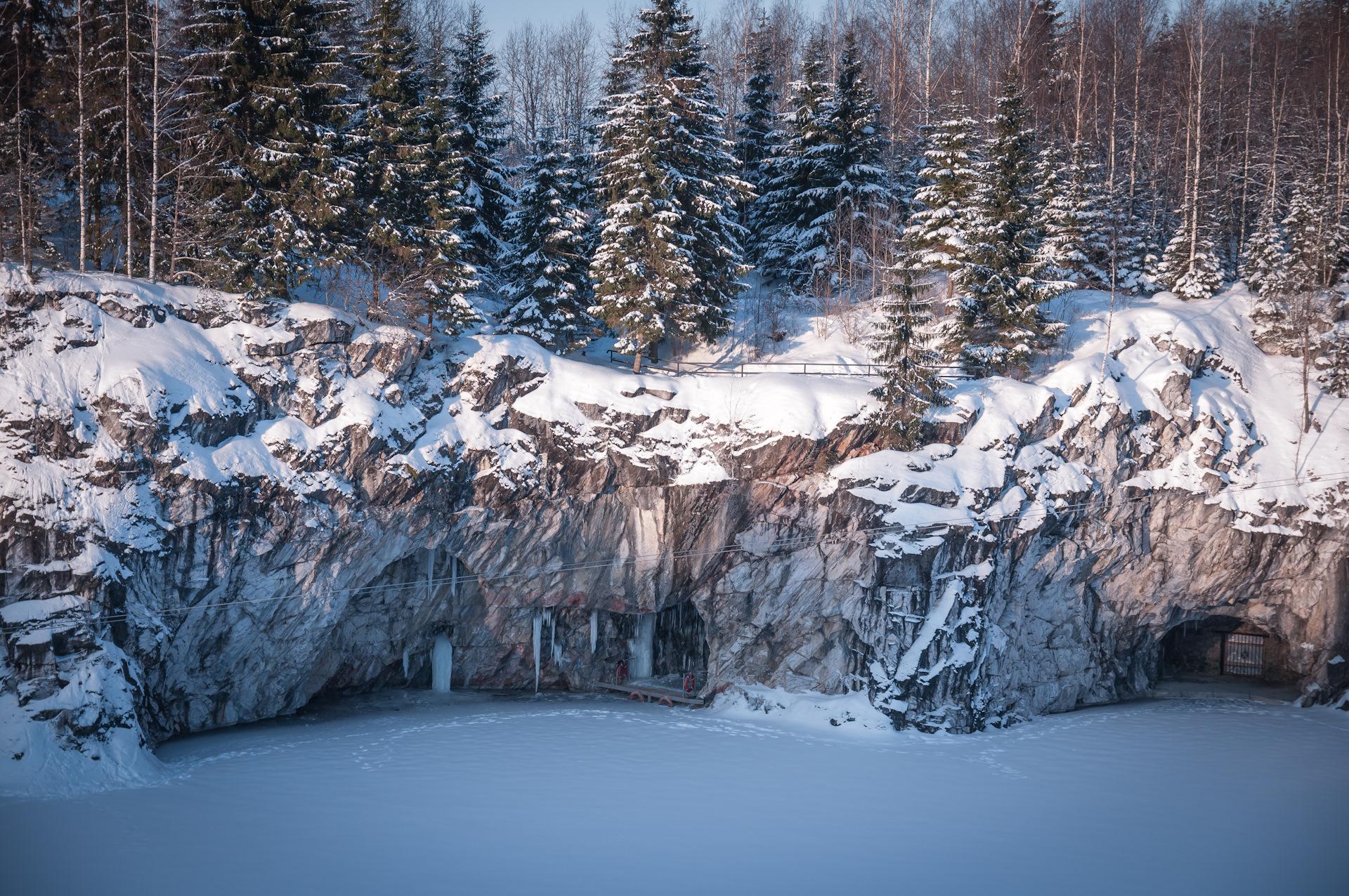 сторона посвящена мраморный каньон рускеала зимой фото руках