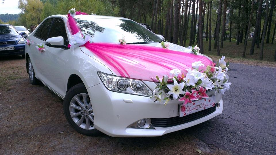 Фото машин свадебными украшениями