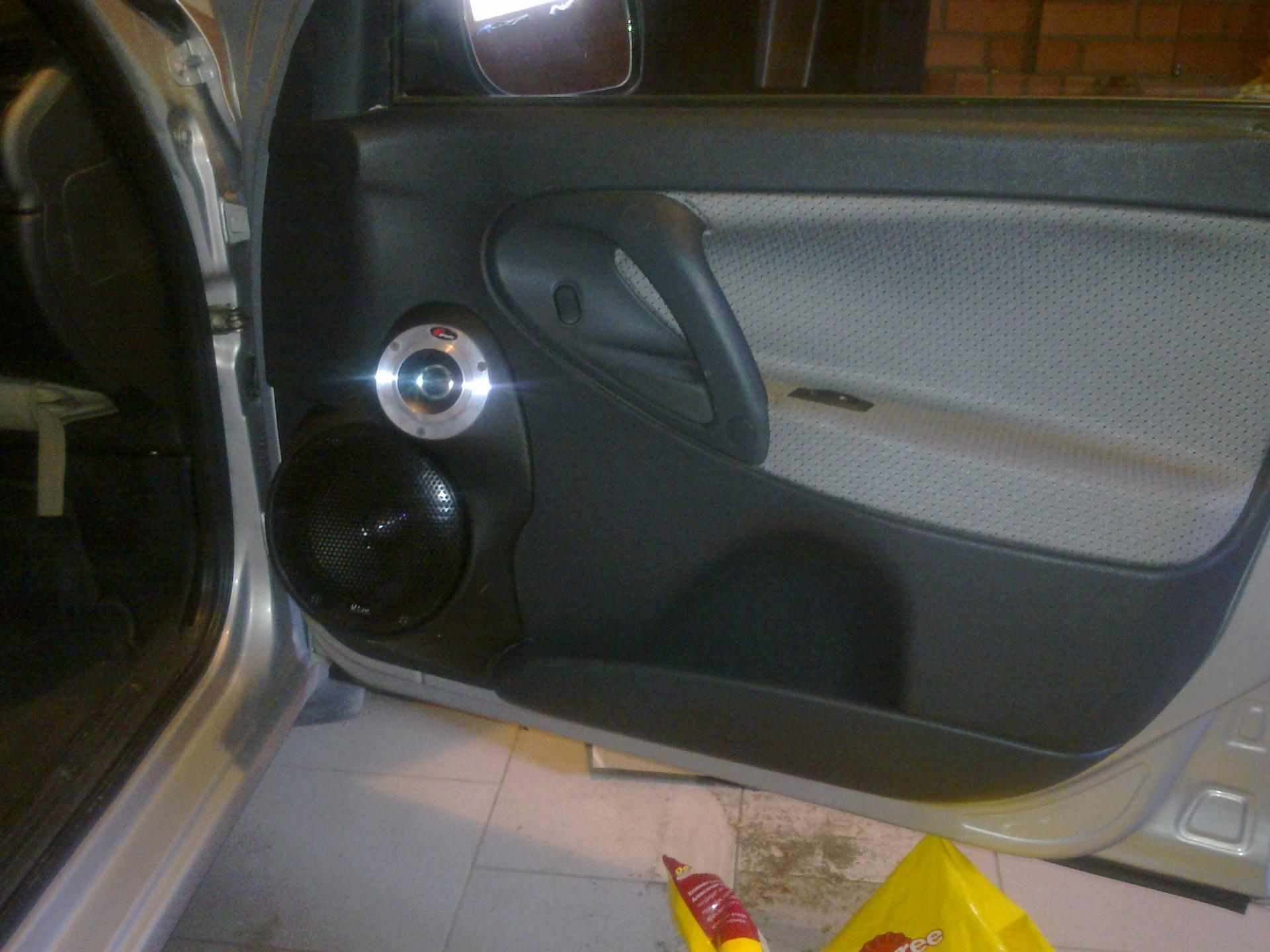 Как сделать подиум в дверь на авто