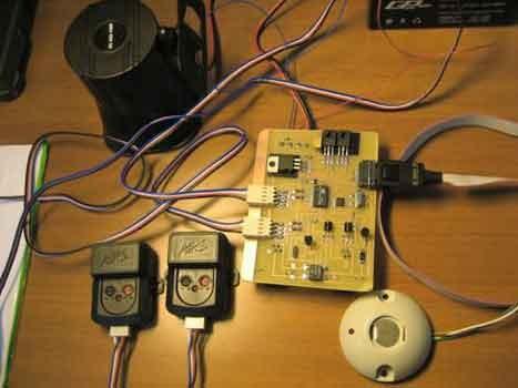 Охранное устройство с ключами iButton и датчиком удара.  В данном устройстве применен датчик удара и сирена от...