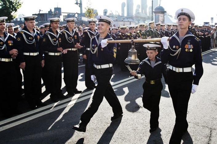 Картинки по запросу «У моряка нет трудного или легкого пути. Есть один путь — славный!»