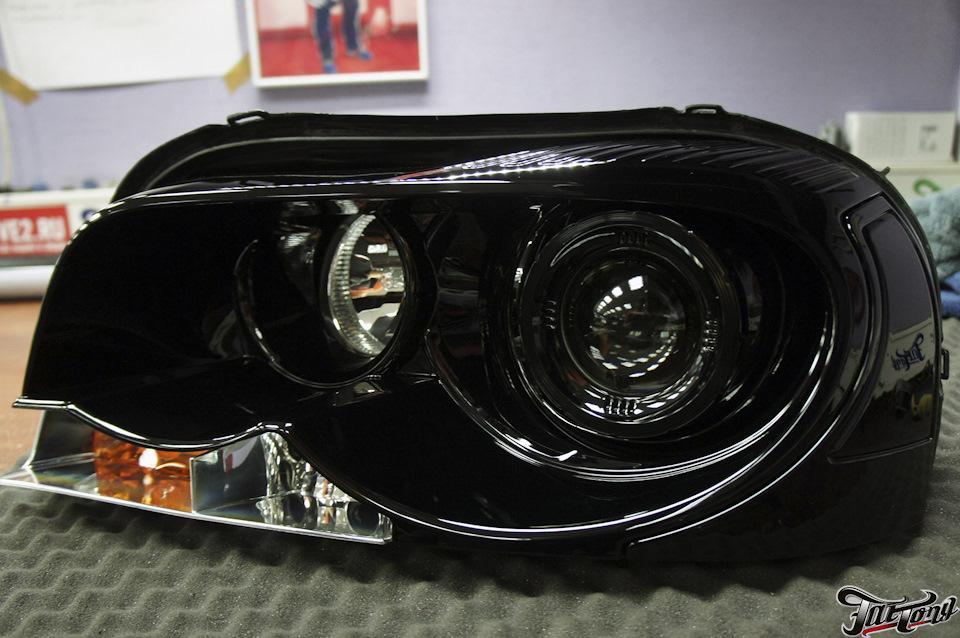 Volvo XC90. Окрас масок фар в черный глянец. Антихром кузова.
