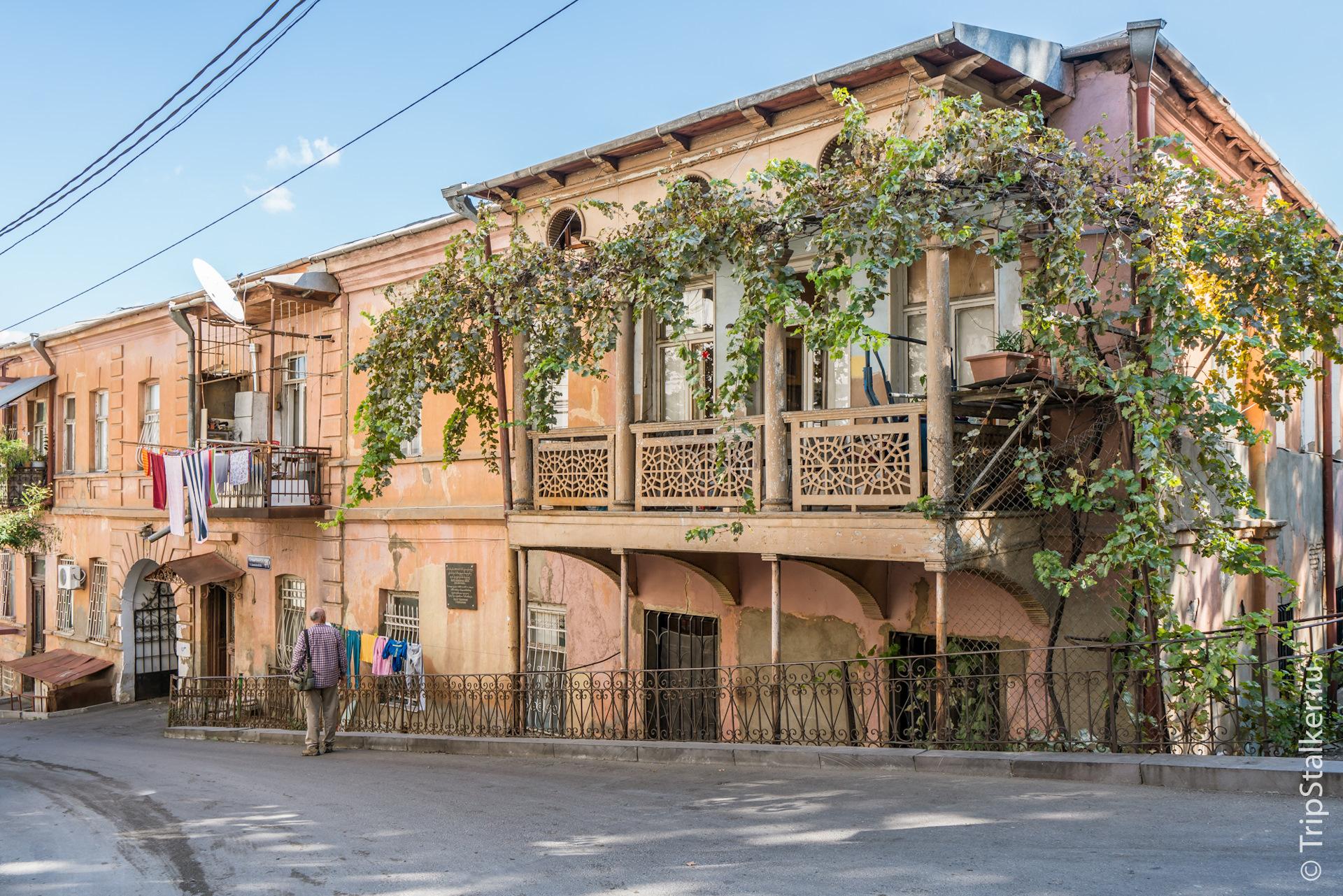 многих них старинные грузинские дома фото расцветка, приятная
