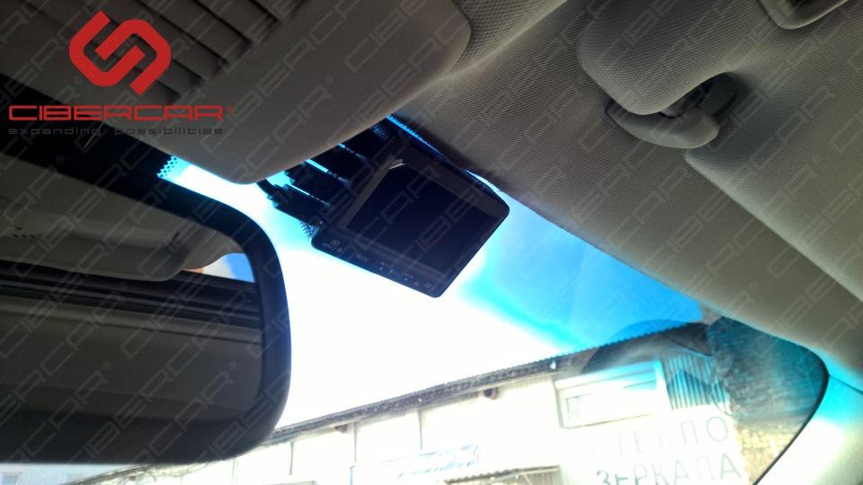 Блок управления видеорегистратором - обычно ставится в бардачке, но в данном авто этого лучше не делать.