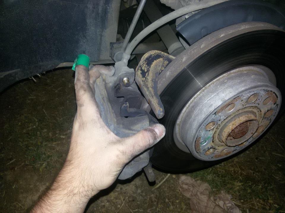 Замена передних тормозных колодок на шкода октавия а5 своими руками 85