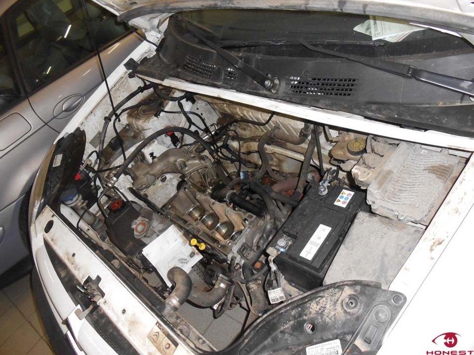 Двигатель автомобиля частично