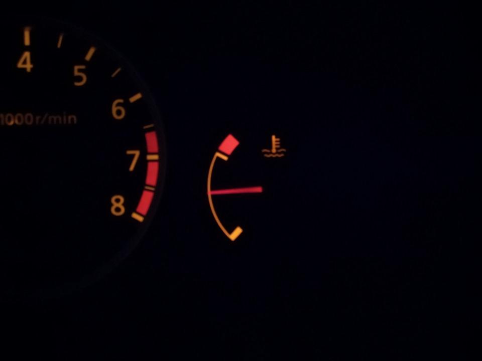 Скачет стрелка температуры двигателя