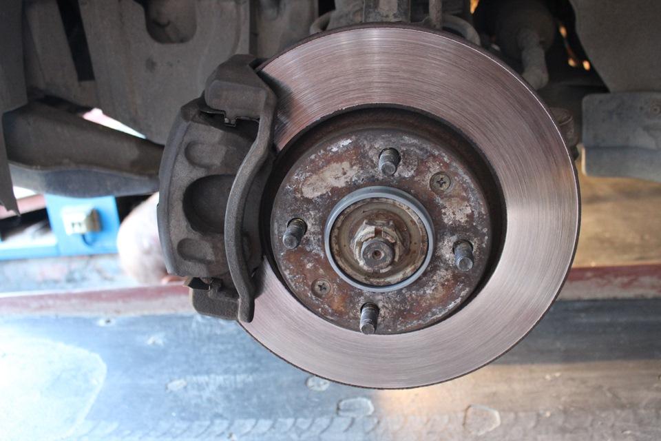 Замена тормозных дисков на солярисе своими руками 58