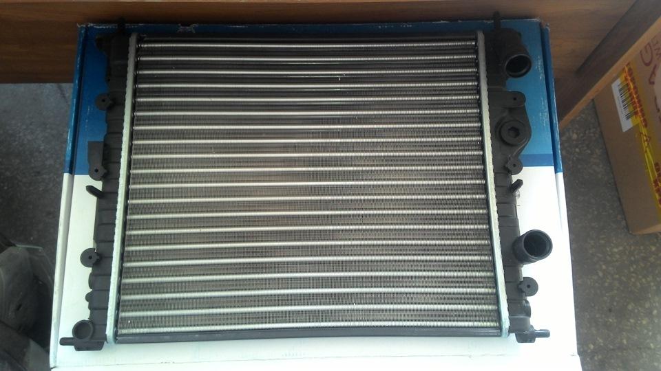 renault symbol 2001 подтекает радиатор охлаждения