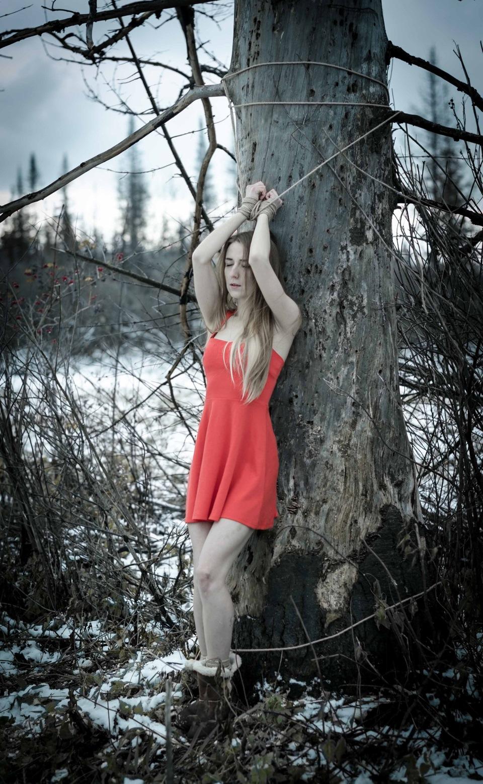 прибить фото к дереву головою вниз отомстить байкал поиск
