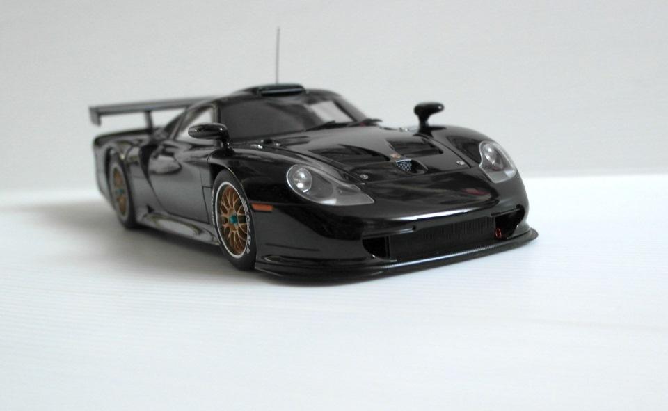 porsche 911 gt1 plain black autoart 1 18. Black Bedroom Furniture Sets. Home Design Ideas