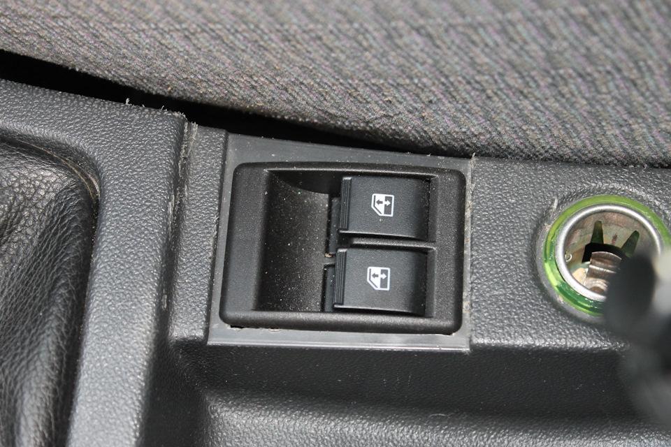 Кнопки от Гранты управляют задними стеклоподъёмниками