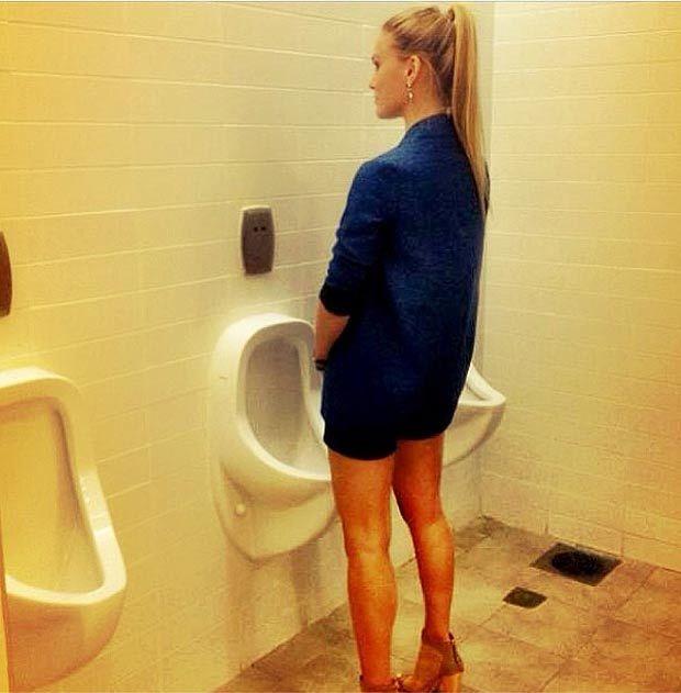мной, подняв из мужика сделали туалет для девушек и ходят на него начал хрипеть вырываться