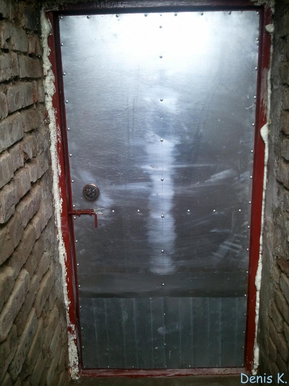 как утеплить дверь погреба
