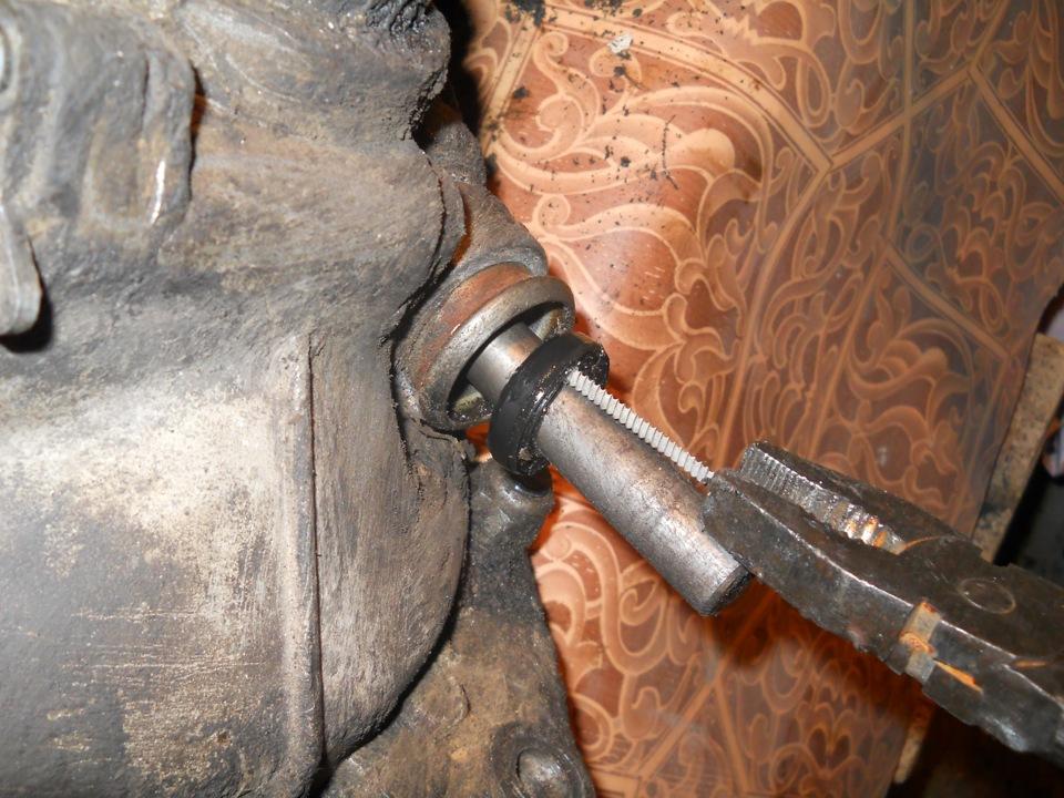 Замена сальника штока переключения передач на автомобилях Ваз-2108, Ваз-2109, Ваз-21099, Ваз-2110, Ваз-2114, Ваз-2115