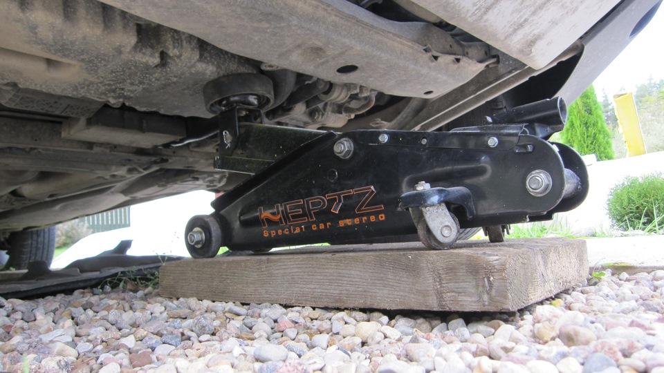 замена задней подушки двигателя volvo xc70