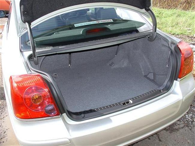 Как открыть багажник на тойота авенсис