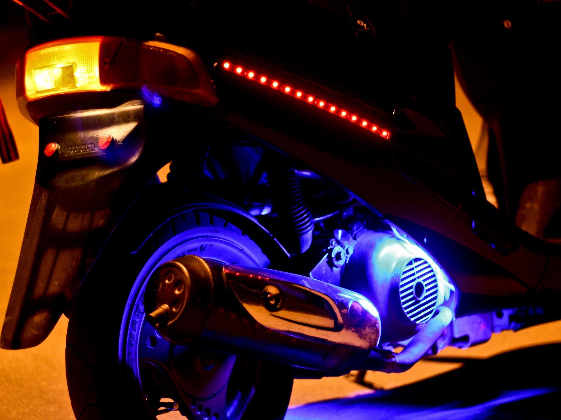 Как сделать подсветку на скутер своими руками