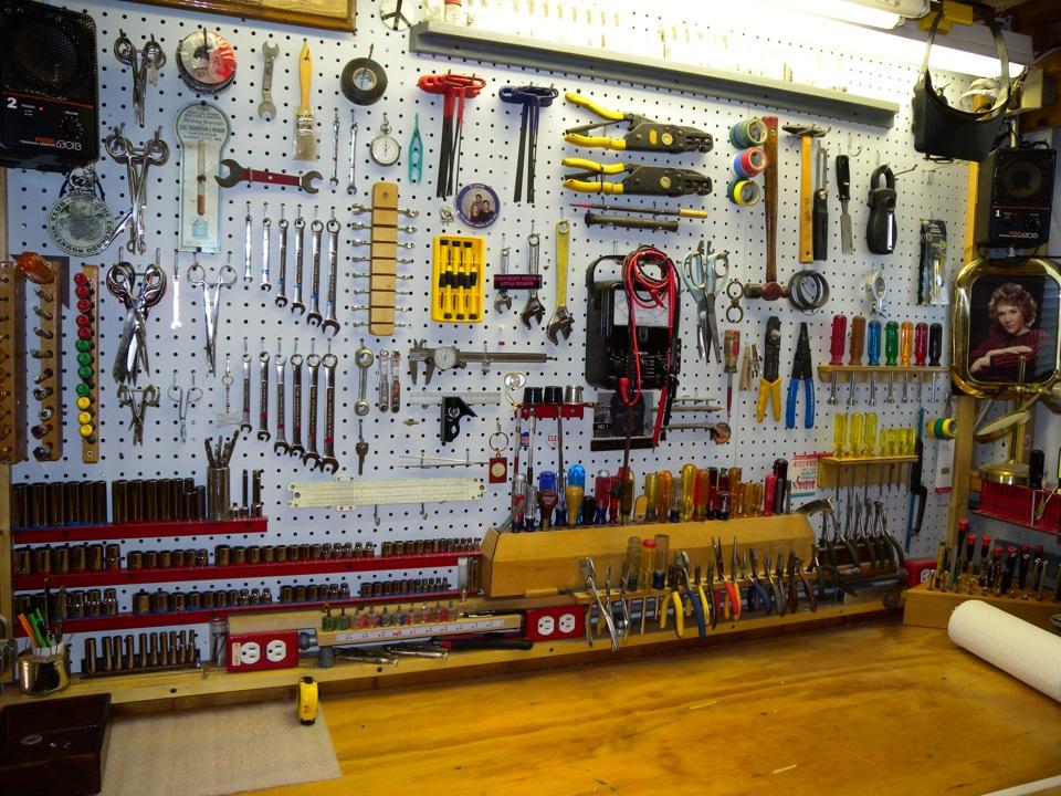 Стенка для инструмента своими руками для гаража