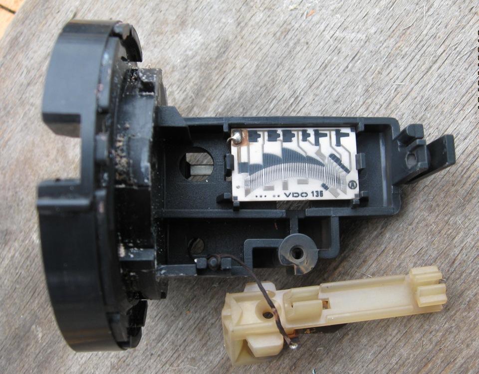 audi b4 2.0 датчик топлива в баки снятие фото