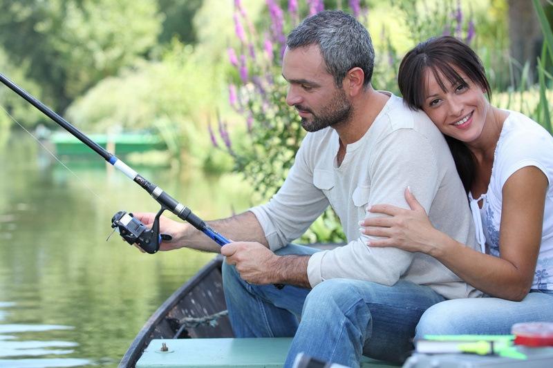 под парень девушка на рыбалке чувствую