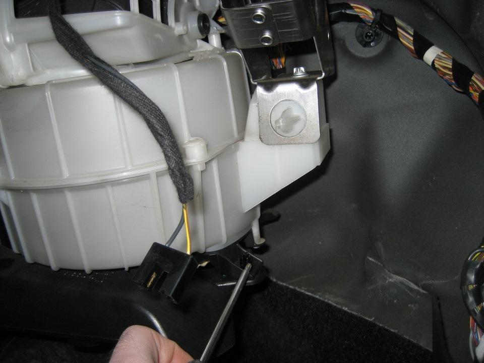 как поменять моторчик отопления опель корса