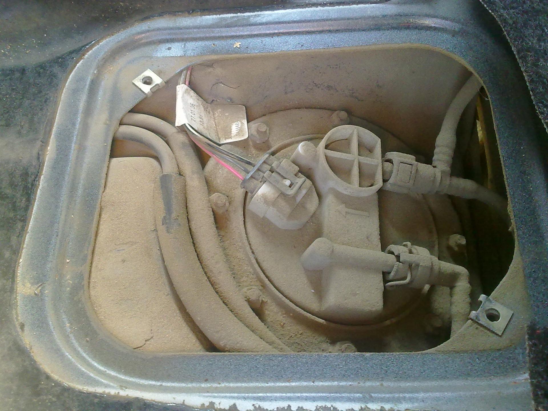 Фото №32 - ВАЗ 2110 замена топливного насоса