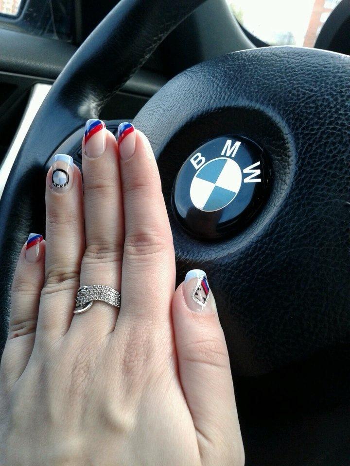 только значок бмв на ногтях фото кто
