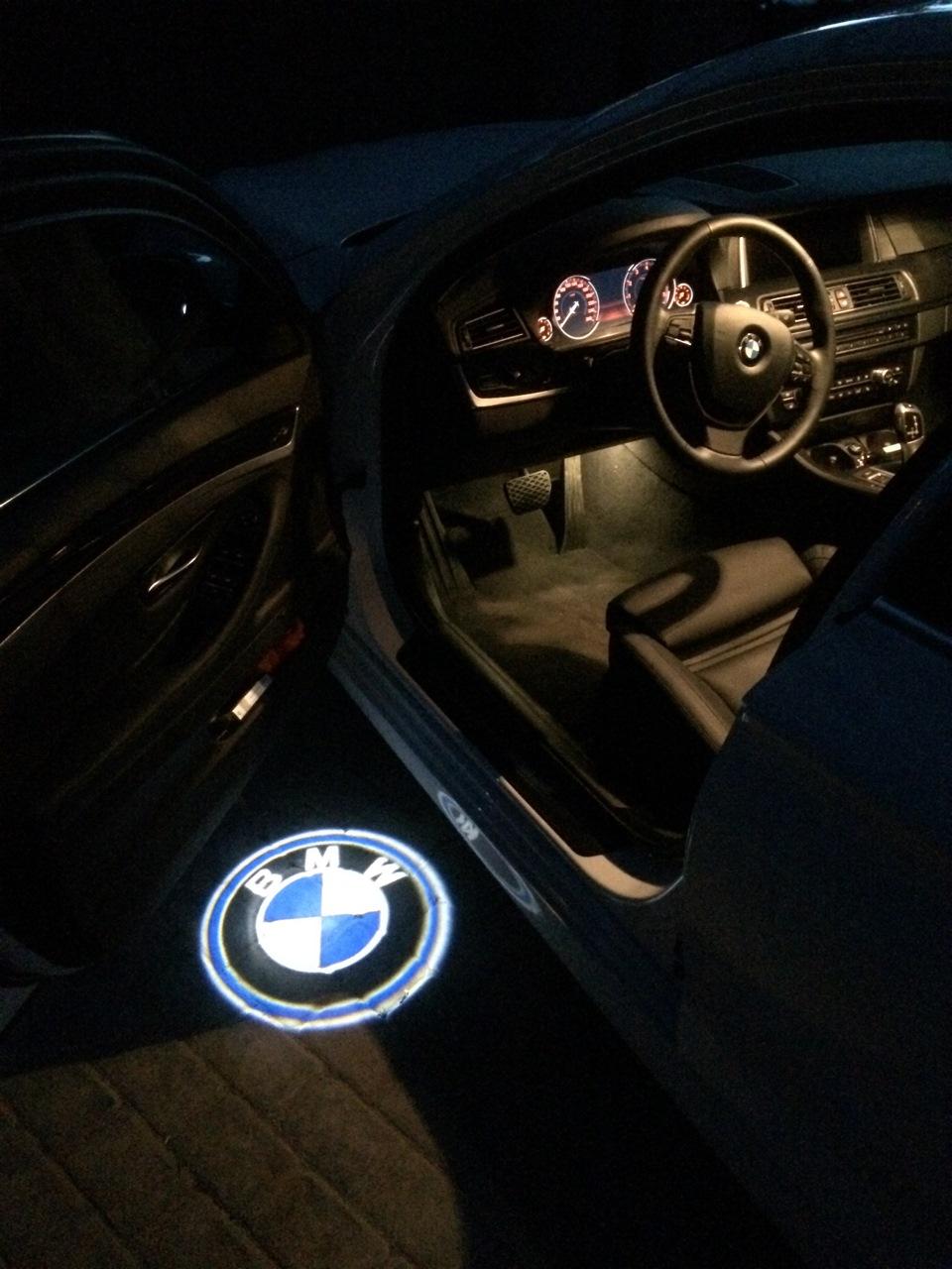 проекция логотипа в двери: