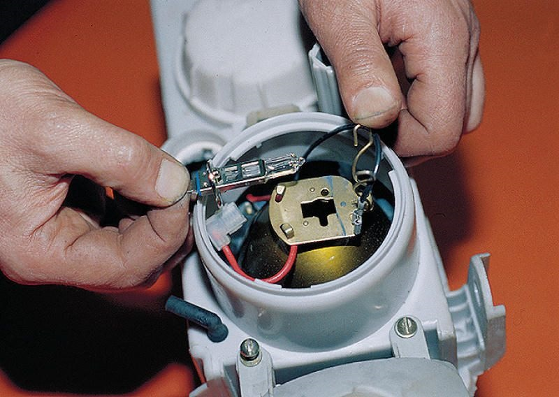 Фото №7 - как поменять лампу стоп сигнала на ВАЗ 2110