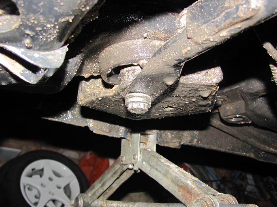 Замена сайлентблоков задней балки на Renault Megane 2. Монтаж новых деталей