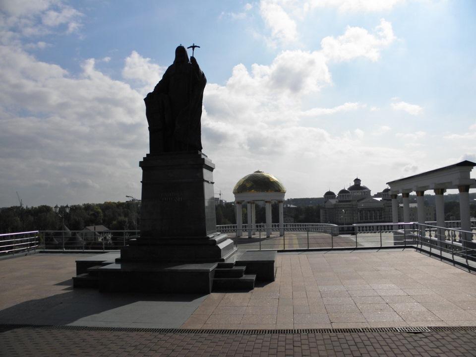 Столица с памятником ушакову 7 установка памятников на могилах цена Норильск