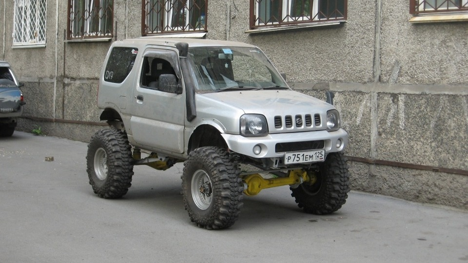 35 inch tires toyota hilux and suzuki jimny on pinterest. Black Bedroom Furniture Sets. Home Design Ideas