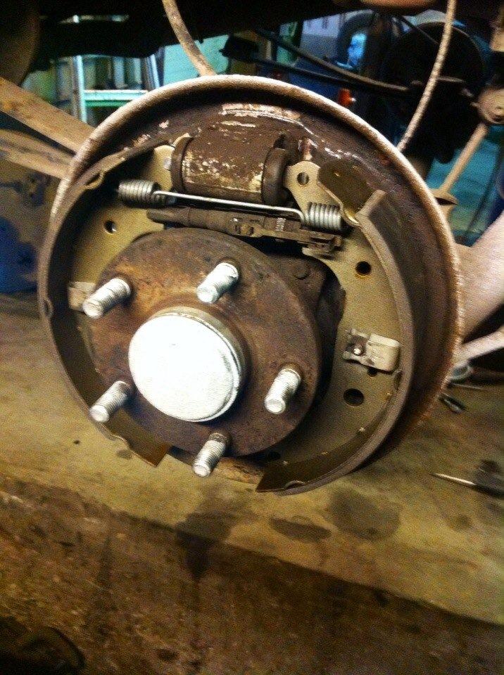 Замена задних дисковых тормозных колодок на форд