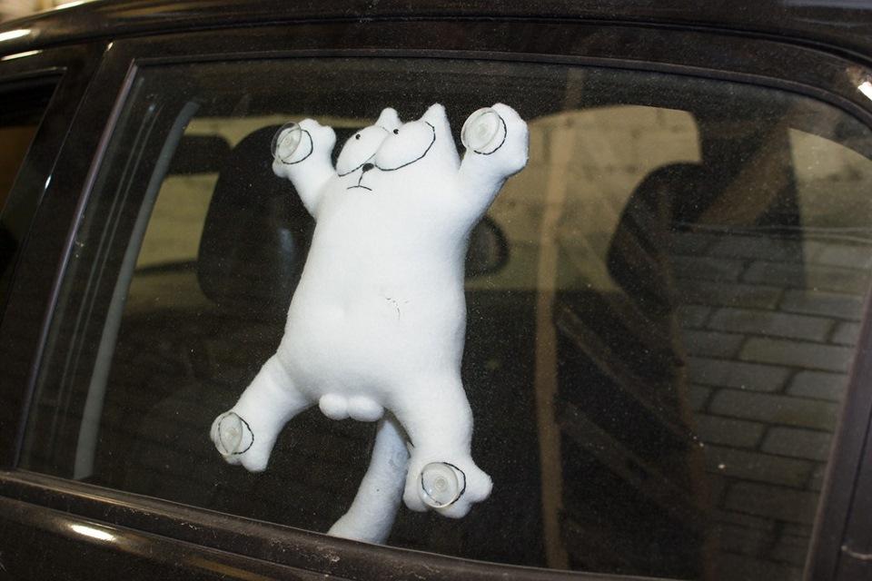 Кот саймон на стекло автомобиля