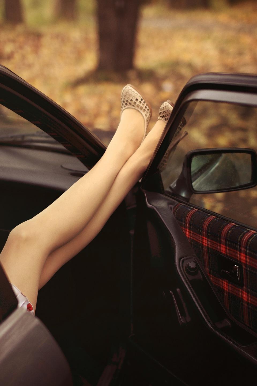 Девушки фото сзади в машине картинки