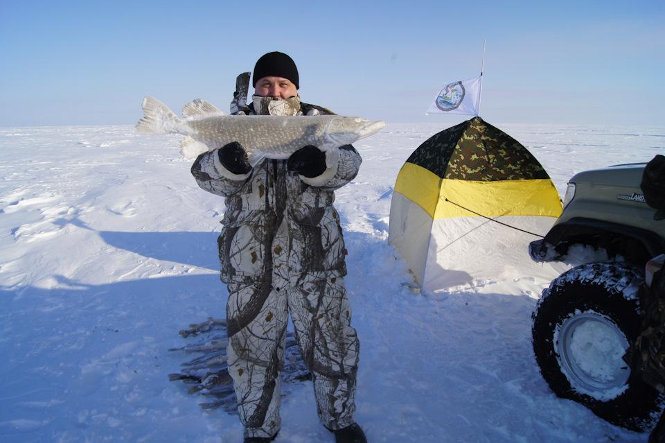 Зимняя рыбалка за полярным кругом