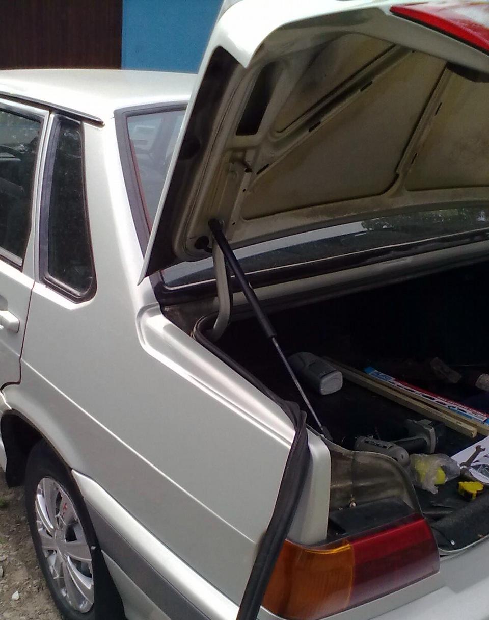 ВАЗ-2115. Довольно удачная конструкция багажника.