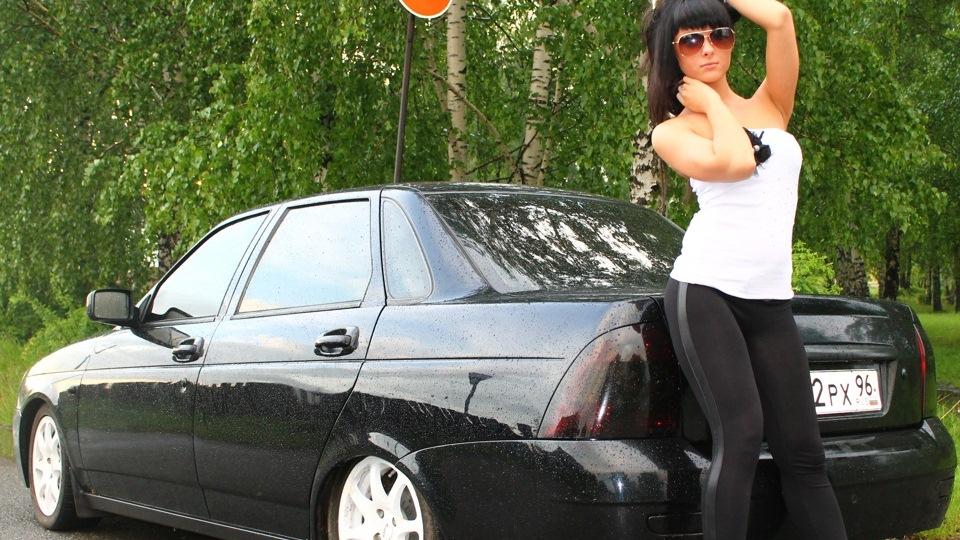 obnazhennie-devushki-i-avto-priora